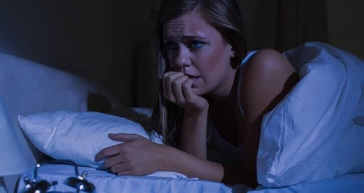 Kvinne med panikkanfall om natten