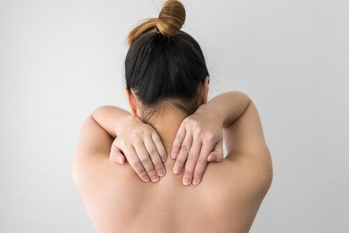 vonde skuldre