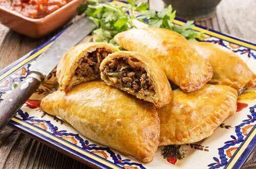 Oppskrift på hjemmelagde empanadas med kylling eller biff