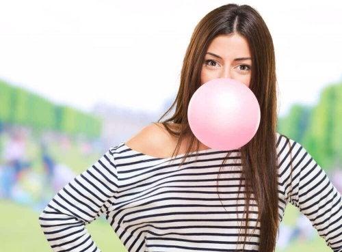Hva skjer med kroppen din når du tygger tyggegummi?