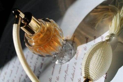 4 ting du kan gjøre med gamle parfymeflasker