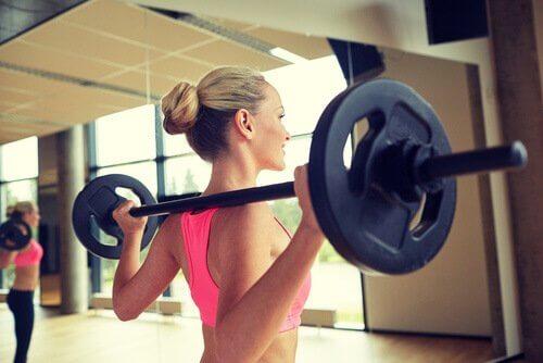 8 ting du ikke bør gjøre på treningsstudioet