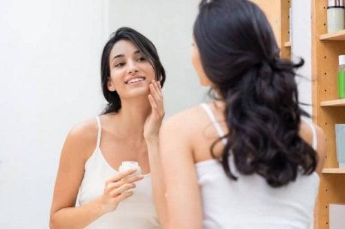 2d5a0fd5c Fem måter å gi huden din fuktighet på — Veien til Helse