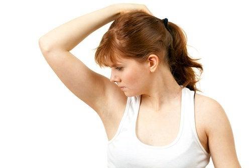 Forhindre svette i armhulene med disse hjemmeremediene