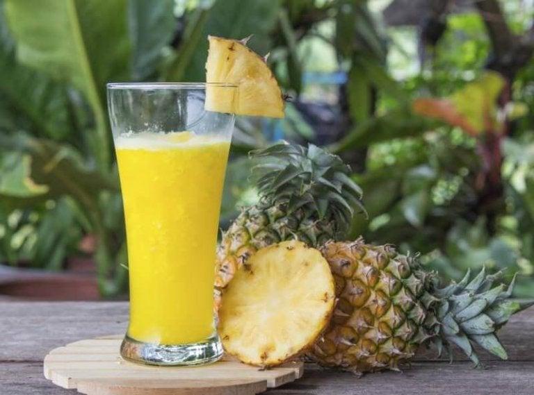 Lær om de fantastiske fordelene til ananasvann