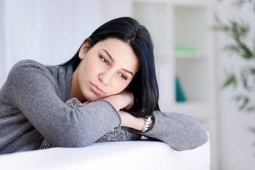 Jente med negative tanker