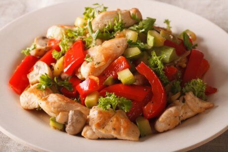 Kylling- og grønnsaksrett
