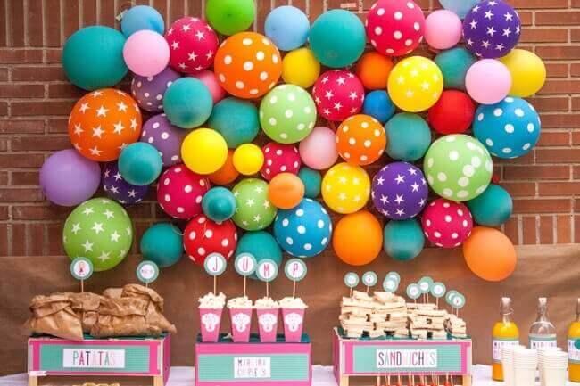 Ballonger på vegg