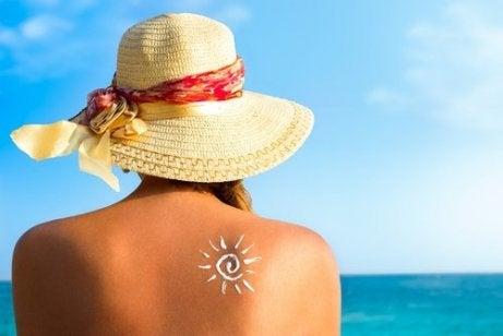 Kvinne i solen