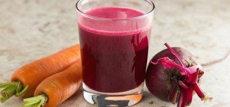 Rødbete- og gulrotjuice