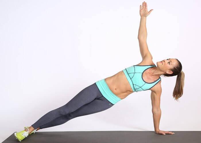 Kvinne trener for flotte hofter