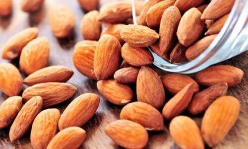 Mandler reduserer det dårlige kolesterolet