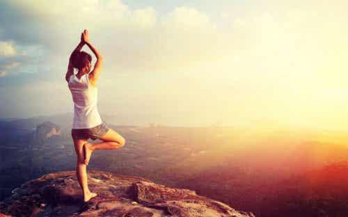 6 psykologiske fordeler du får ved å praktisere yoga