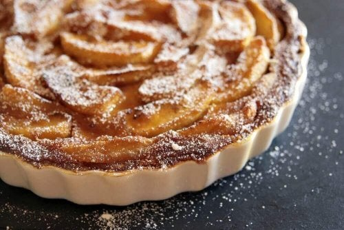 Fire oppskrifter på hjemmelaget eplekake