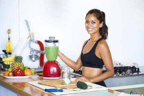 5 matvarer som hjelper deg med å avgifte leveren din naturlig