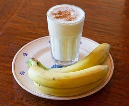 Banan-, yoghurt- og kanelsmoothie