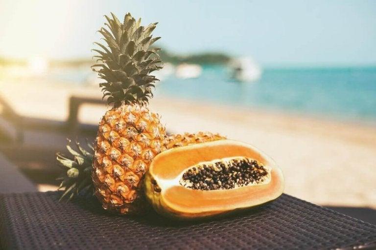 Rens kroppen med papaya og ananas