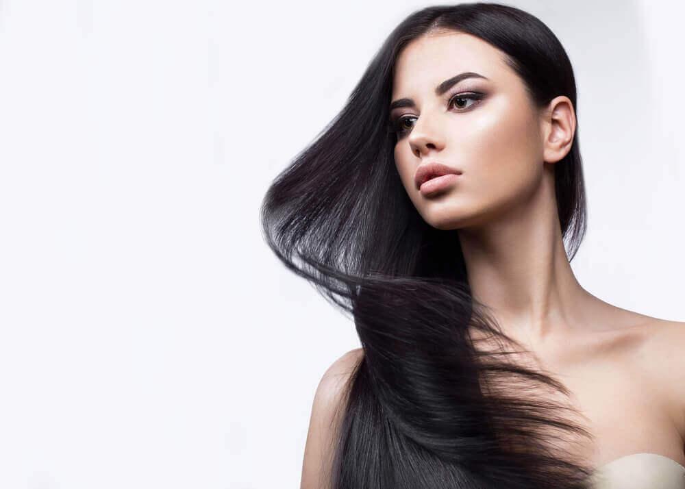 Kvinne med langt hår