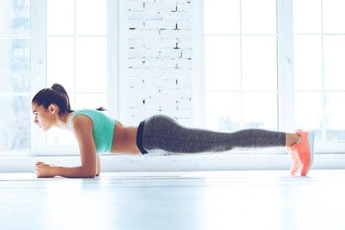 Perfekte magemuskler med planken
