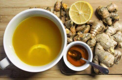 Hjemmelagd honning- og ingefærsirup