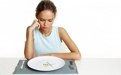 Kvinne på begrensende diett