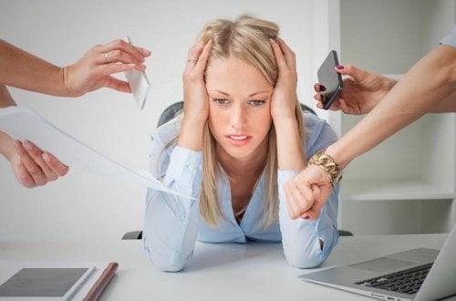 Kvinne med stress