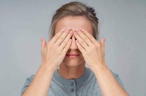 Fire øvelser for øynene dine som du kan gjøre hvor som helst