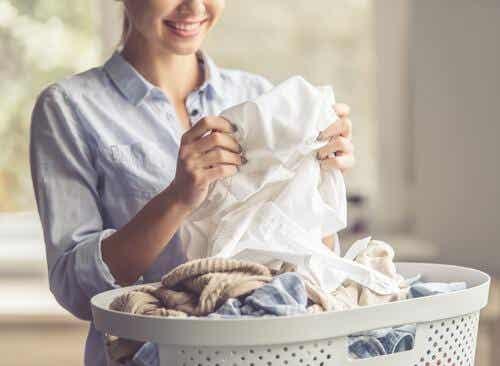 5 tips for å fjerne deodorantflekker