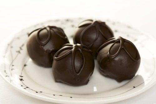 Enkle oppskrifter på sjokoladetrøfler