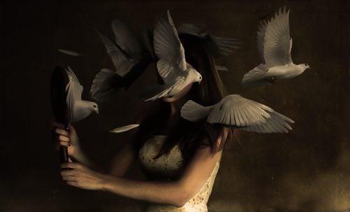 Kvinne og fugler