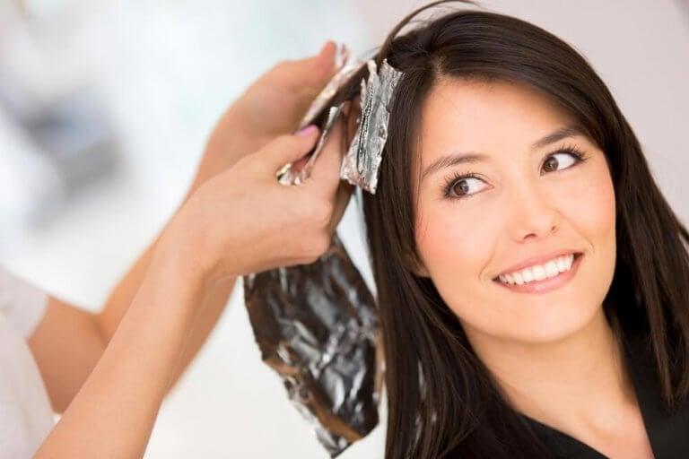 Fem hjemmelagde løsninger for å fjerne hårfarge
