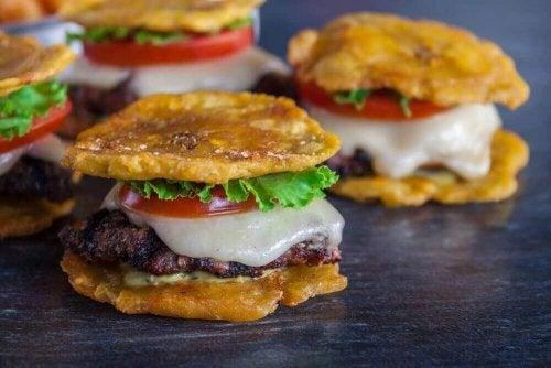 Lær å lage smakfulle frityrstekte kokebananer
