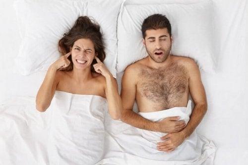 Fem naturlige produkter for å slutte å snorke