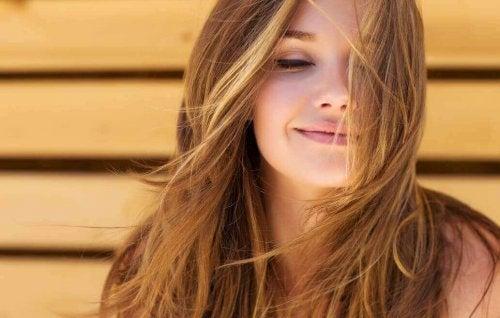 Bli kvitt slitt hår uten å miste lengden