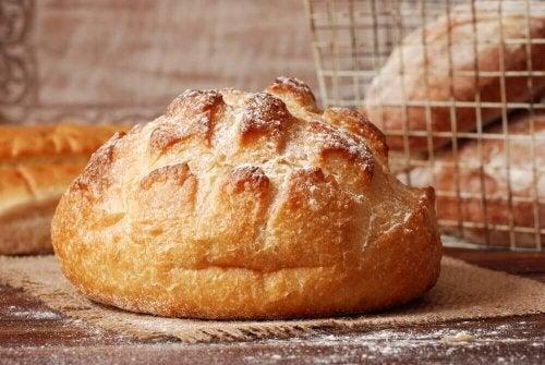 Lær å lage et enkelt og delikat italiensk brød
