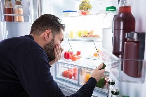 Dårlig lukt i kjøleskapet