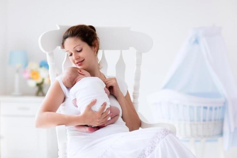 Kvinne og spedbarn