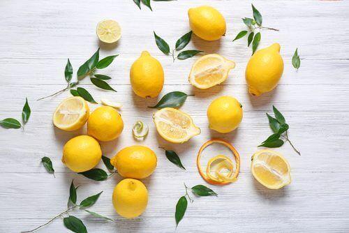 Finn ut hvordan du kan rense nyrene med persille og sitron