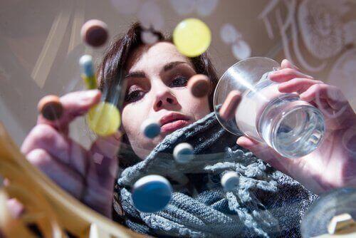 Kvinne og piller