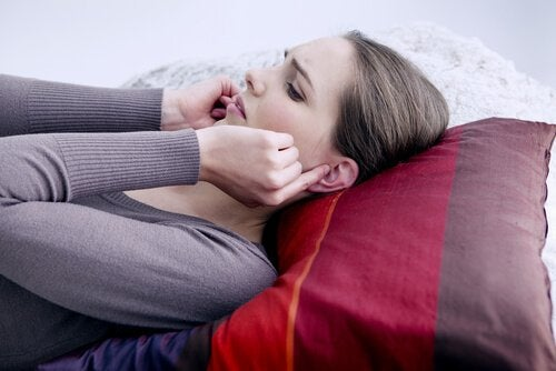 Kvinne med øresmerter