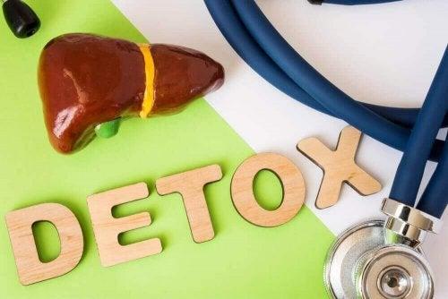 Alt du behøver å vite om lever-detoxdietter