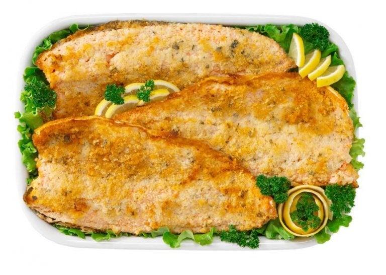 Forbered gratinert fisk hjemme uten en stekeovn