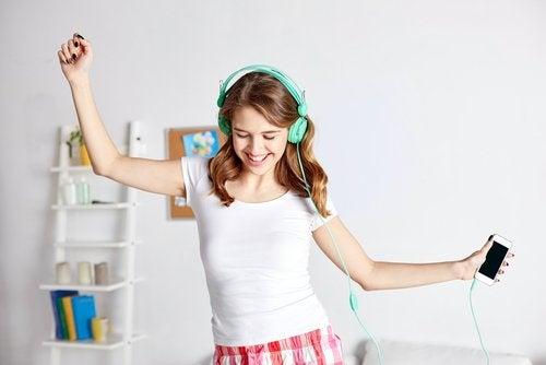Tenåring danser