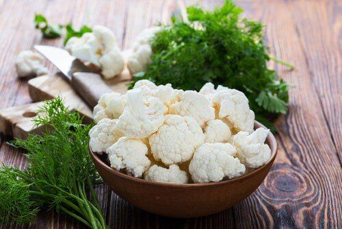 Lær hvordan du lager gratinert blomkål med hvit saus