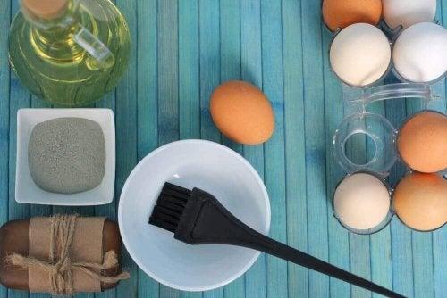 3 remedier med egg for å gi fuktighet til tørt hår