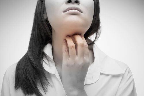 4 naturlige remedier mot en kløende hals