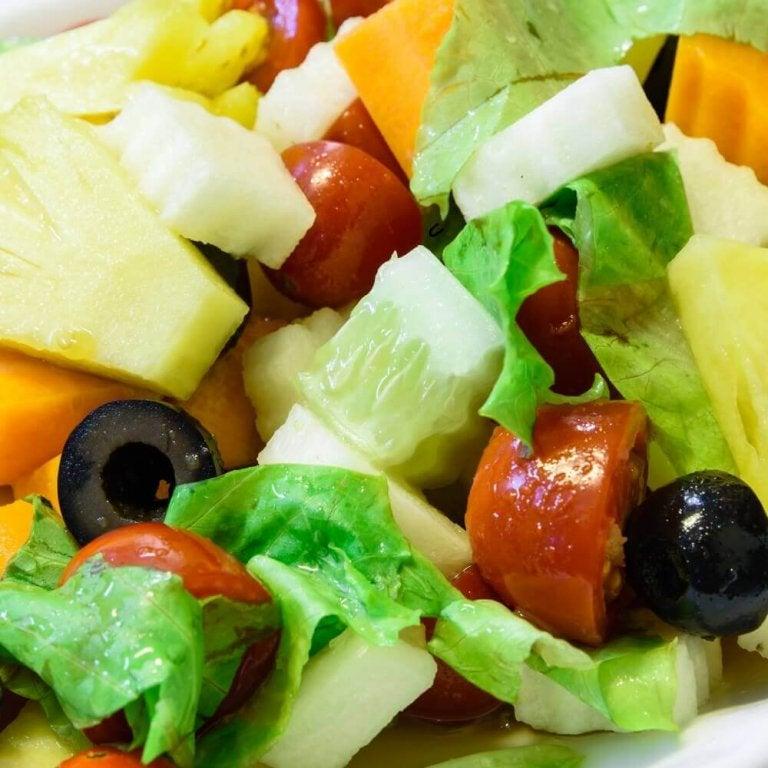 3 salater med ananas som er perfekte til middag