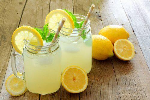 Sitron- og linfrøvann: Hjelper det deg ned i vekt?