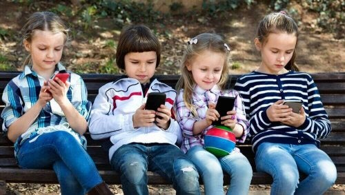 Barn på telefoner