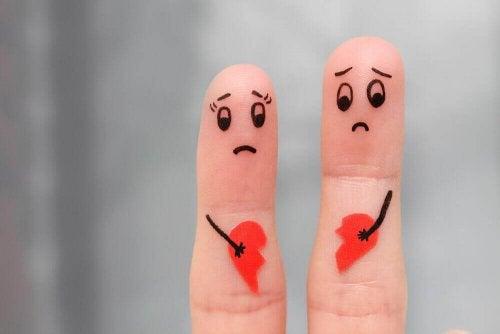 Fingre med knuste hjerter